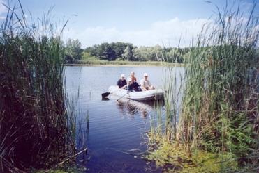Лодка джон сильвер а на ней